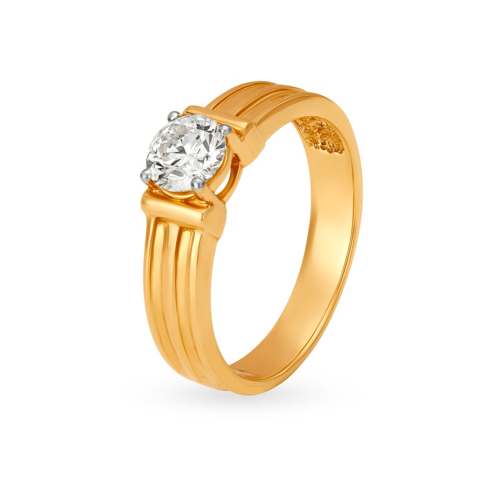 0d551f8349fd0 18KT Gold and Solitaire Finger Ring