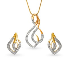 Tanishq 18KT Yellow Gold Diamond Pendant Set